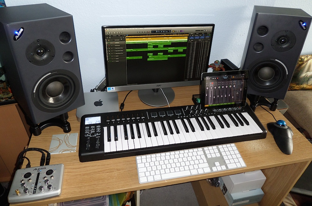 mac-mini-setup-music-composer-desk